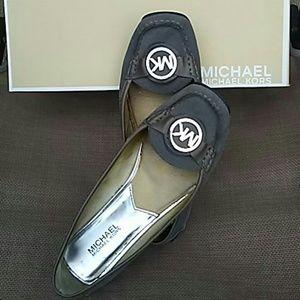 Michael kors grey flats